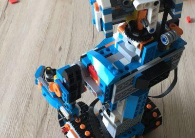 LEGO Boost Modell Vernie aufgebaut (hinten).