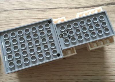 Der LEGO Boost Move Hub von oben.