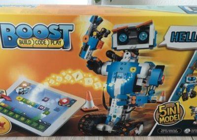 Die Verpackung des LEGO Boost von vorne.