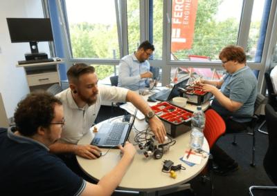 Konzentriertes Arbeiten beim Robotik-Event