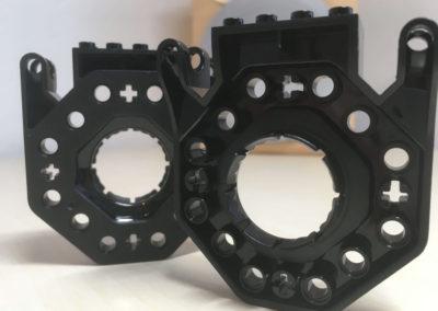 Die mitgelieferten Building Brick Connectors in schwarz