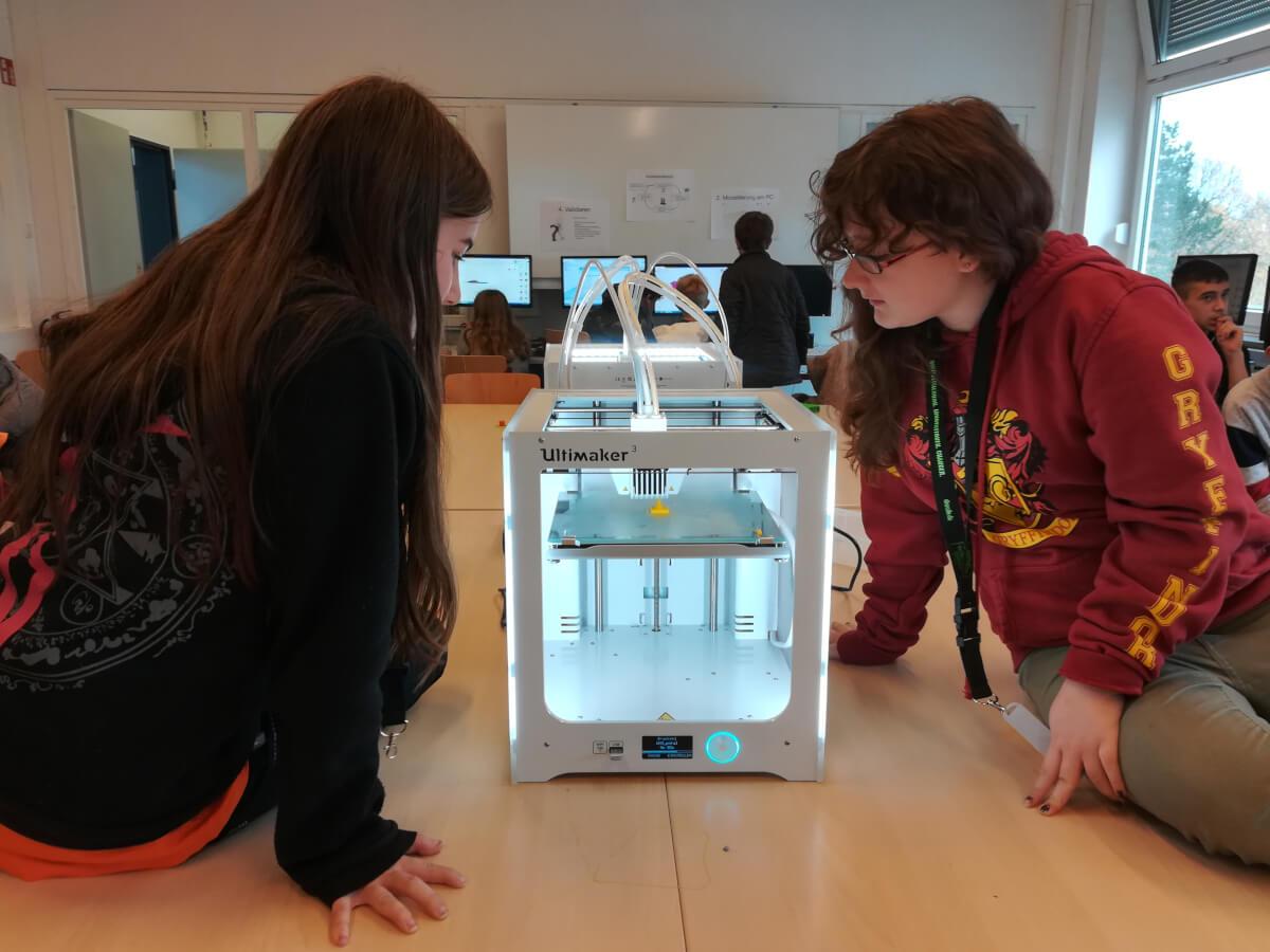 Teilnehmerinnen an 3D-Druck-Workshop
