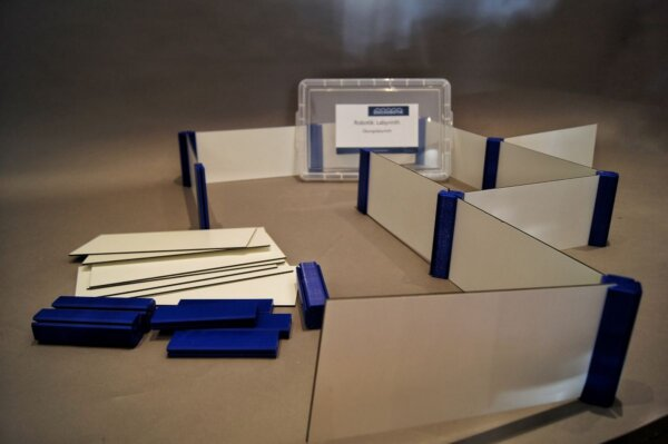 Das von brickobotik entwickelte Robotik-Labyrinth aus Seitenteilen und Steckverbindungen