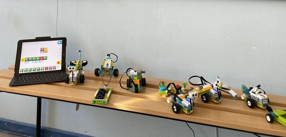 Die unterschiedlich aufgebauten WeDos der WeDo-Gruppe unserer Ferienschule